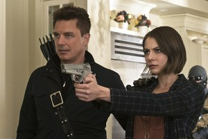 """Arrow -- """"Lost in the Flood"""" -- Image AR422b_0322b.jpg -- Pictured (L-R): John Barrowman as Malcolm Merlyn and Willa Holland as Thea Queen -- Photo: Katie Yu/The CW -- © 2016 The CW Network, LLC. All Rights Reserved."""