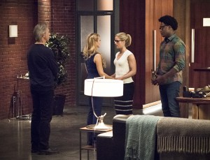 "Arrow -- ""Lost in the Flood"" -- Image AR422a_0236b.jpg -- Pictured (L-R): Tom Amandes as Noah Kuttler/Calculator, Charlotte Ross as Donna Smoak, Emily Bett Rickards as Felicity Smoak and Echo Kellum as Curtis Holt -- Photo: Dean Buscher/The CW -- © 2016 The CW Network, LLC. All Rights Reserved."