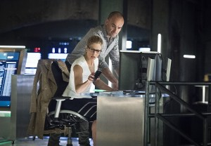 """Arrow -- """"Lost in the Flood"""" -- Image AR422a_0009b.jpg -- Pictured (L-R): Emily Bett Rickards as Felicity Smoak and Paul Blackthorne as Detective Quentin Lance -- Photo: Dean Buscher/The CW -- © 2016 The CW Network, LLC. All Rights Reserved."""