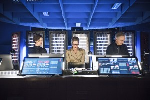 """Arrow -- """"Monument Point"""" -- Image AR421b_0373b.jpg -- Pictured (L-R): Audrey Marie Anderson as Lyla Michaels, Emily Bett Rickards as Felicity Smoak and Tom Amandes as Noah Kuttler/Calculator -- Photo: Dean Buscher/The CW -- © 2016 The CW Network, LLC. All Rights Reserved."""