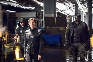 "Arrow -- ""Monument Point"" -- Image AR421a_0197b.jpg -- Pictured (L-R): Stephen Amell as Green Arrow, Audrey Marie Anderson as Lyla Michaels and David Ramsey as John Diggle -- Photo: Dean Buscher/The CW -- © 2016 The CW Network, LLC. All Rights Reserved."