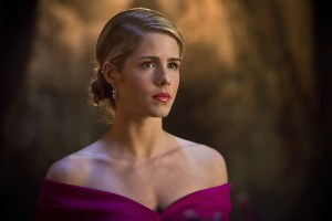 "Arrow -- ""Genesis"" -- Image AR420b_0136b.jpg -- Pictured: Emily Bett Rickards as Felicity Smoak -- Photo: Diyah Pera/The CW -- © 2016 The CW Network, LLC. All Rights Reserved."