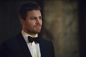 """Arrow -- """"Genesis"""" -- Image AR420b_0133b.jpg -- Pictured: Stephen Amell as Oliver Queen -- Photo: Diyah Pera/The CW -- © 2016 The CW Network, LLC. All Rights Reserved."""