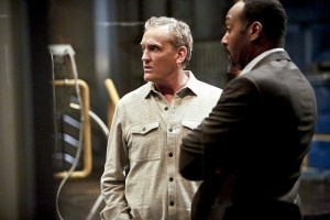 "The Flash -- ""Rupture"" -- Image: FLA220b_0184b.jpg -- Pictured (L-R): John Wesley Shipp as Henry Allen and Jesse L. Martin as Detective Joe West -- Photo: Bettina Strauss/The CW -- © 2016 The CW Network, LLC. All rights reserved."