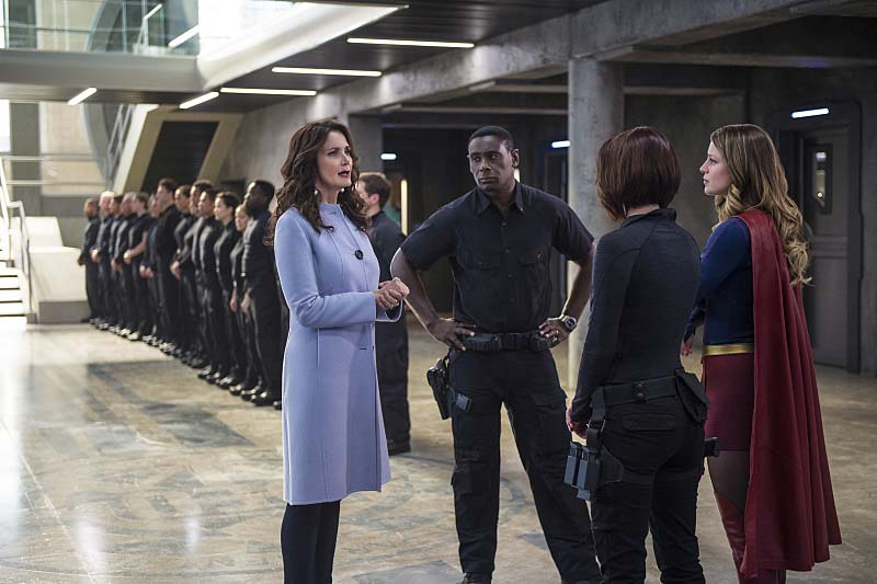 "Supergirl -- ""Welcome to Earth"" -- Image SPG203c_0110 -- Pictured (L-R): Lynda Carter as President Olivia Marsdin, David Harewood as Hank Henshaw, Chyler Leigh as Alex Danvers, and Melissa Benoist as Kara/Supergirl,  -- Photo: Diyah Pera/The CW -- Ì?å© 2016 The CW Network, LLC. All Rights Reserved"