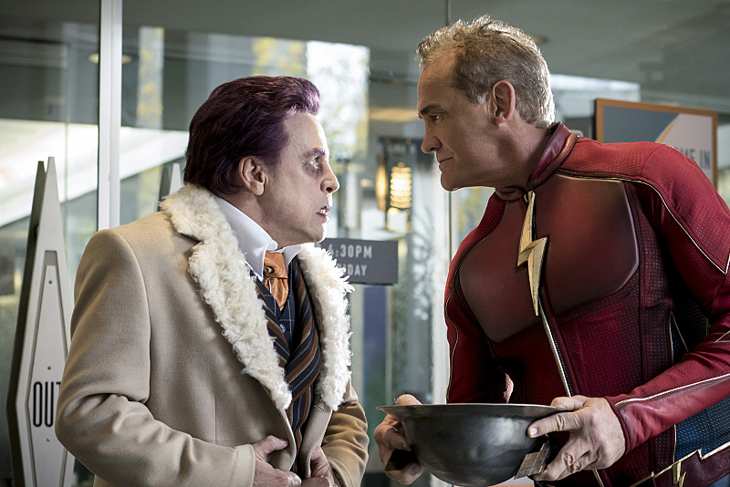 "The Flash -- ""The Present"" -- Image FLA309a_0058b.jpg -- Pictured (L-R) Mark Hamil as James Jesse and John Wesley Shipp as Jay Garrick -- Photo: Katie Yu/The CW -- © 2016 The CW Network, LLC. All rights reserved."