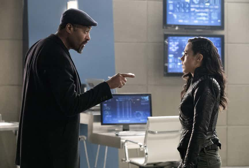 "The Flash -- "" Abra Kadabra"" -- FLA318a_0109b.jpg -- Pictured (L-R): Jesse L. Martin as Detective Joe West and Jessica Camacho as Gypsy -- Photo: Jack Rowand/The CW -- © 2017 The CW Network, LLC. All rights reserved."