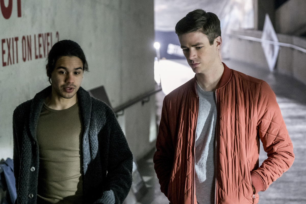 """The Flash -- """"The Once and Future Flash"""" -- FLA319a_0147b.jpg -- Pictured (L-R): Carlos Valdes as Cisco Ramon and Grant Gustin as Barry Allen -- Photo: Katie Yu/The CW -- © 2017 The CW Network, LLC. All rights reserved."""