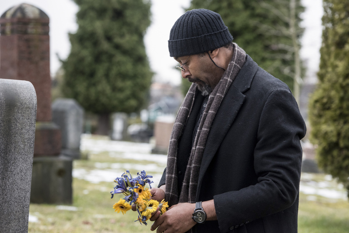 """The Flash -- """"The Once and Future Flash"""" -- FLA319b_0041b.jpg -- Pictured: Jesse L. Martin as Detective Joe West -- Photo: Dean Buscher/The CW -- © 2017 The CW Network, LLC. All rights reserved."""