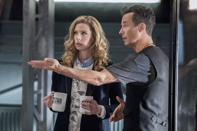 """The Flash -- """"Infantino Street"""" -- FLA322a_0212b.jpg -- Pictured (L-R): Anne Dudek as Tracy Brand and Tom Cavanagh as Harrison Wells -- Photo: Dean Buscher /The CW -- © 2017 The CW Network, LLC. All rights reserved."""