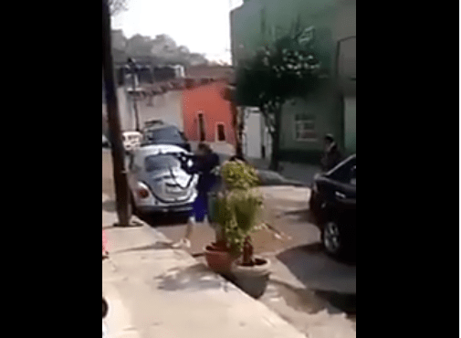 Amenazan a mujeres con armas largas en la colonia Clavería #VIDEO