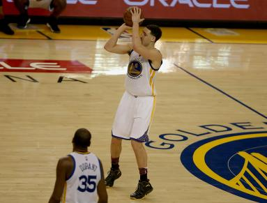 Warriors guard Klay Thompson (11) drains a three pointer in the third period as the Sacramento Kings face the Golden State Warriors at Oracle Arena in Oakland, Calif., on Wednesday, February 15, 2017.