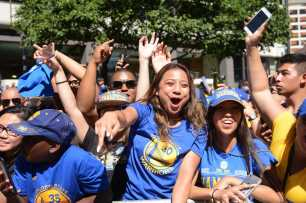 Warriors fans cheer at the Golden State Warriors championship parade in Oakland, Calif. on Thursday, Jun. 15, 2017.
