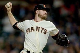 San Francisco Giants starting pitcher Chris Stratton (34) throws a pitch in the first inning as the Los Angeles Dodgers face the San Francisco Giants at AT&T Park in San Francisco, Calif., on Monday, September 11, 2017.