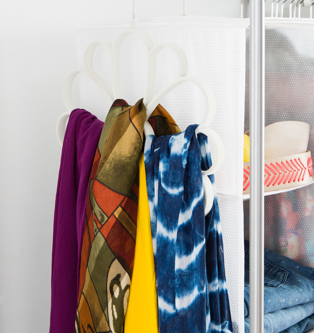 Closet 02 scarfhanger