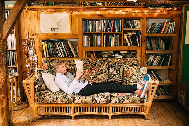lumbersexualbookshelf