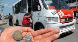 La población reciente  el aumento de 1 peso al pasaje del transporte público