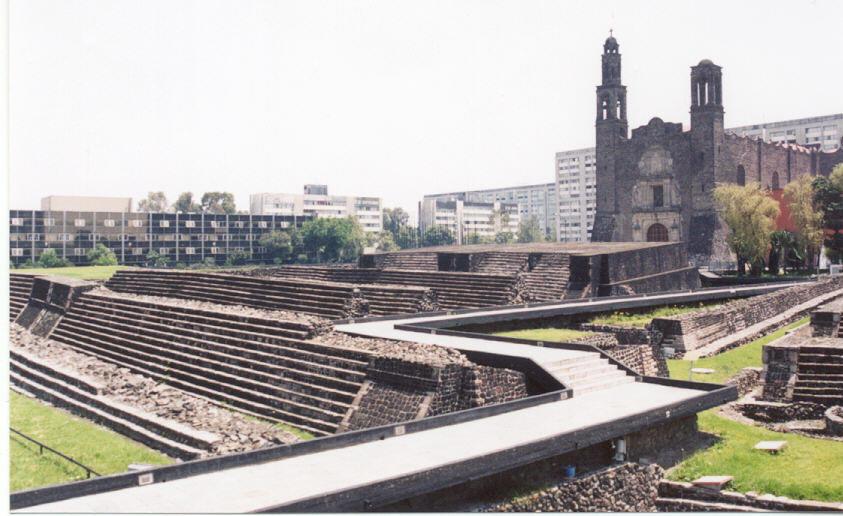 4. Plaza de las Tres Culturas