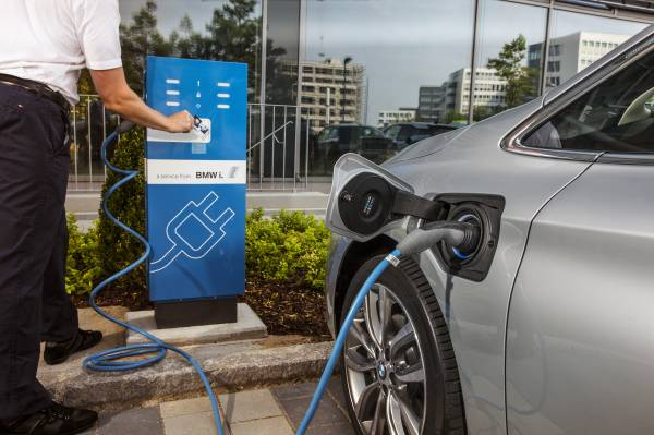 85% of UK motorists consider buying an EV