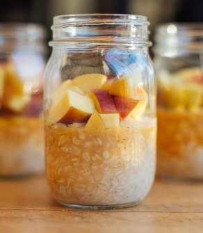 Vanilla Peach Overnight Oats Recipe | BeachbodyBlog.com