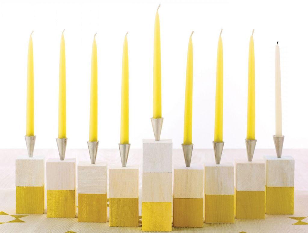 https://i0.wp.com/s3-us-west-2.amazonaws.com/cdn.gananci.com/wp-content/uploads/2015/02/23012453/velas-amarillas-en-pequenos-candelabros-blancos-y-amarillos11.jpg