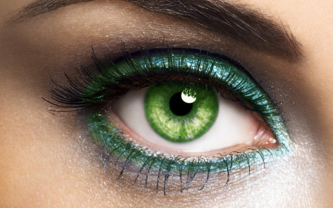 10 best eyeshadow for green eyes: make your eyes pop with makeup