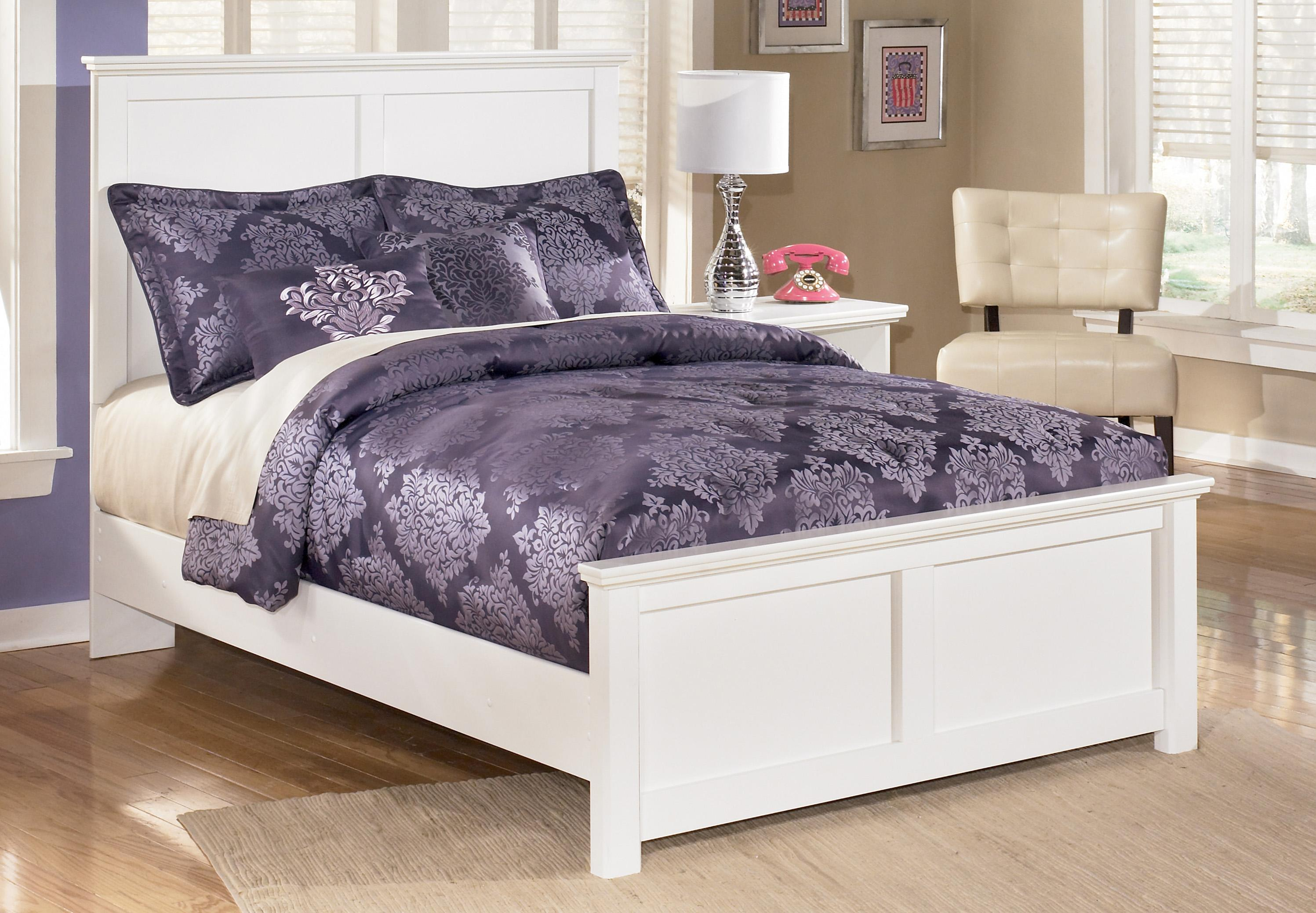 Queen Panel Bed With Simple Moulding By Signature Design