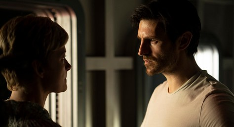Eoin Macken & Gretchen Mol in Nightflyers op Netflix België