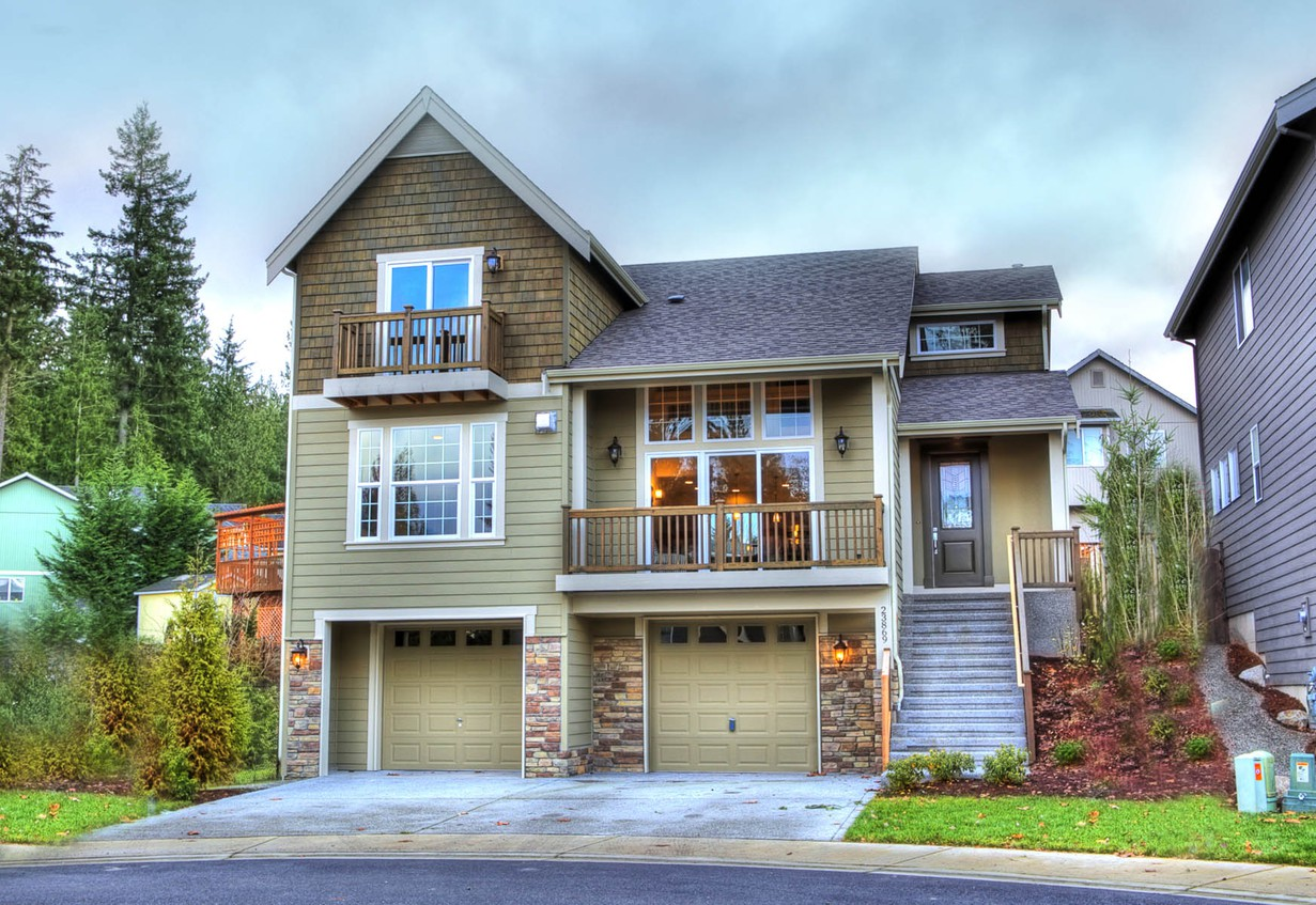 2 Story Craftsman Style House with Garage