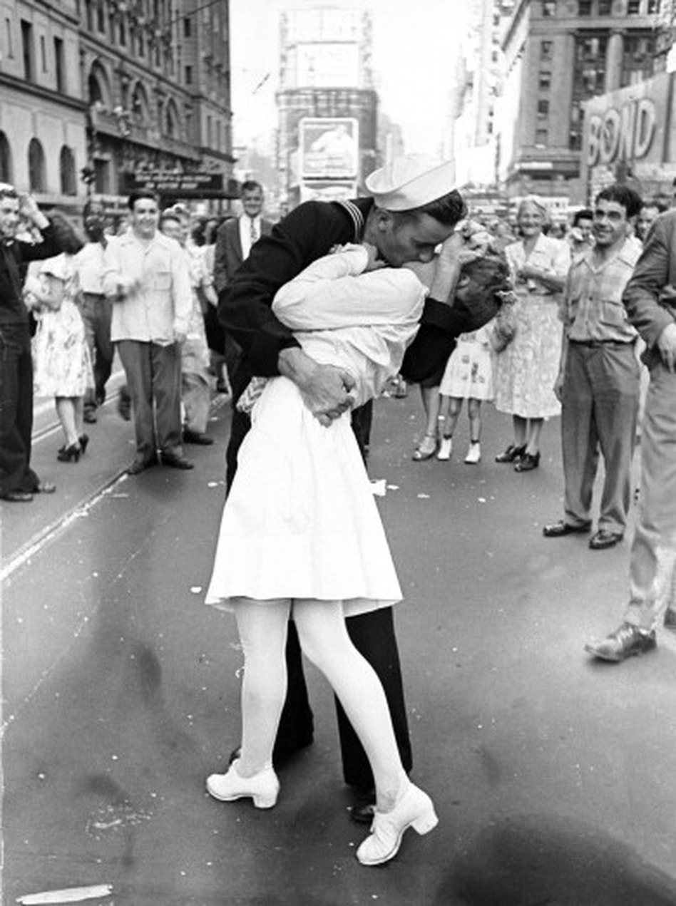 Man Widely Known As The 'Kissing Sailor' In 1945 V-J Day ...