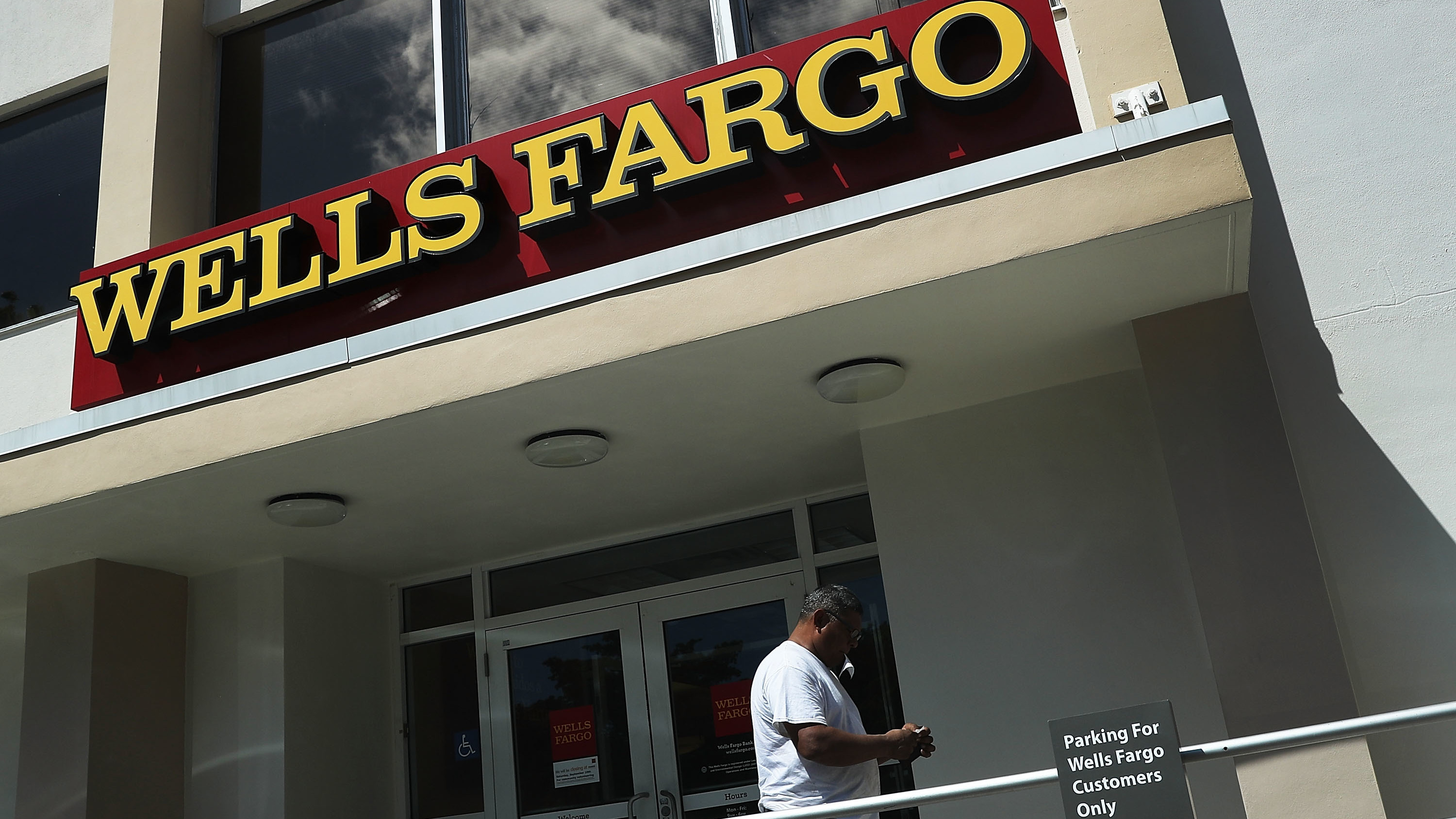 Wells Fargo Unit's Leader Departs With $125m After Bank