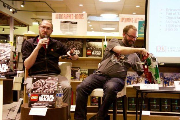 Chris Malloy和Andrew Becraft在鲍威尔的波特兰书展上