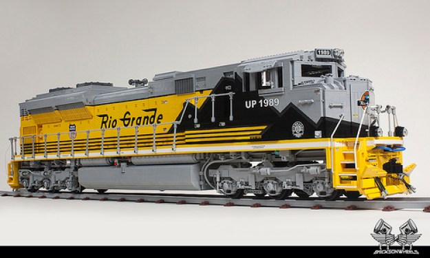 union pacific emd sd70 1 16 model is over 27 000 lego pieces the