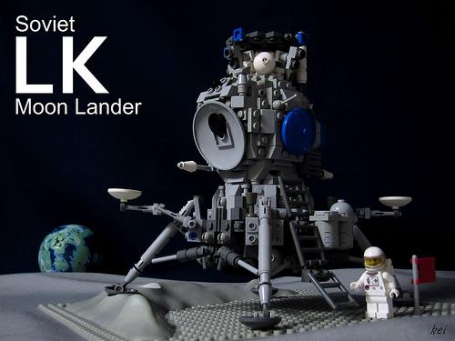 LEGO-Soviet-LK-MoonLander-00-00