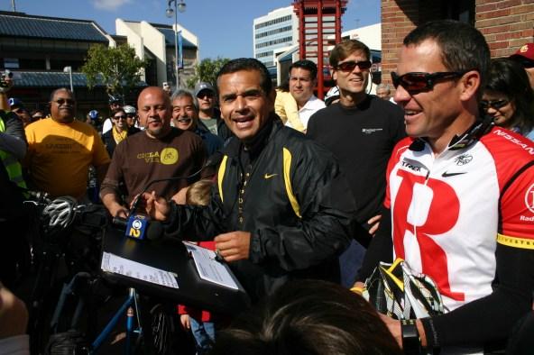 Alcalde Villaraigosa, Lance Armstrong y líderes de LA inauguran Ciclavía