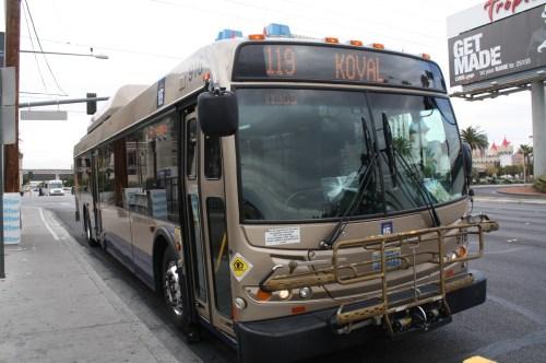 Los autobuses de la vieja guardia sin mucho futuro en esta ciudad. (Foto Agustín Durán/El Pasajero)