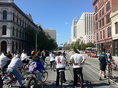 Lista para iniciar CicLAvía en el centro de Los Angeles. (Foto Dave Sotero/El Pasajero0.