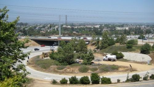 El nuevo puente del bulevar Paramount. (Foto cortesía Caltrans).