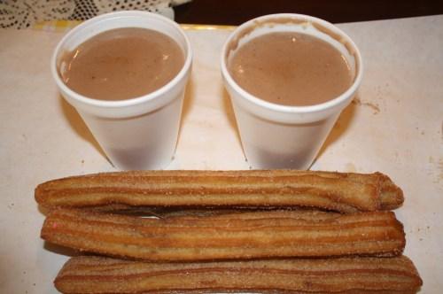Churros y champurrado, la combinación perfecta (Foto Agustín Durán/El Pasajero).