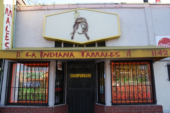 Tamales La Indiana, toda una tradición en el Este de Los Angeles, se localiza en el 1142 al sur de Indiana St., CA 90021