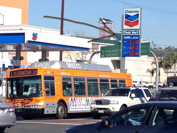 Gasolinera y autobús