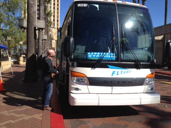 Autobús FlyAway en Union Station.