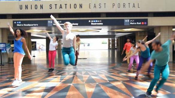 Bailarines en Union Station. Foto: Natalie Metzger.
