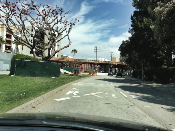 Construcción del nuevo puente sobre Olympic Blvd. Foto: Steve Hymon/Metro.
