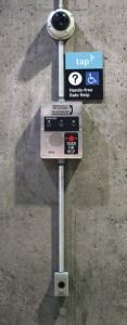 Sistema de intercomunicación para ayudar a los pasajeros discapacitados de Metro.