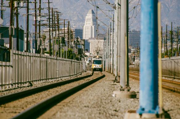 Un tren de la Línea Azul, cerca de la estación Vernon. Foto: Steve Hymon/Metro.