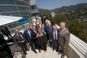 Vista general de los funcionarios que asistieron a la ceremonia de apertura del nuevo carril en la I-405.