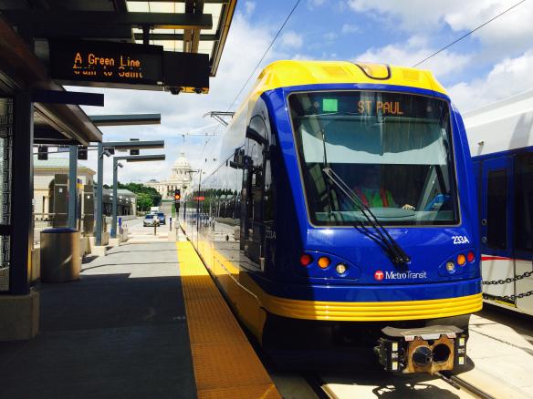 Tren en el centro de St. Paul. Foto: Joseph Lemon.