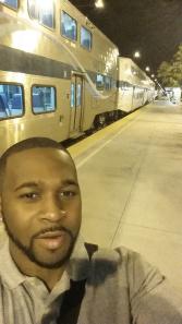 Ryan Long sale todos los días a las 4:30 de la mañana para tomar el tren de Metrolink en Lancaster.