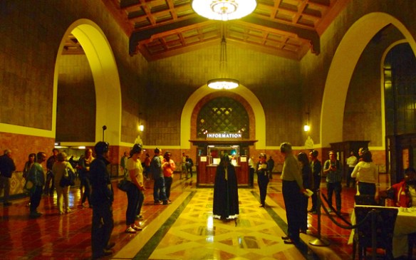 Invisible Cities durante su actuación del año pasado en Union Station. Foto: Alissa Walker.